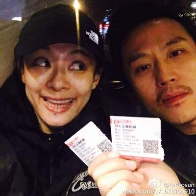 孫儷夫妻戴情侶帽漫步日本 粉絲大讚「本人真美」