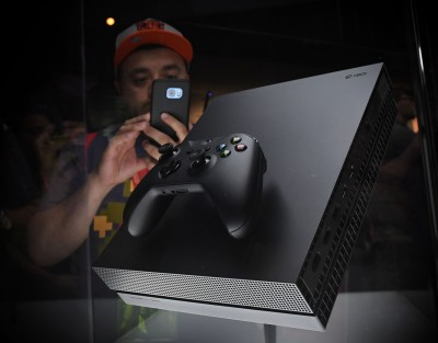 台灣年底掀新遊戲主機大戰!Xbox One X尬Switch