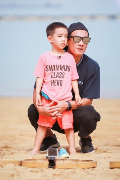 父子溝通有問題…4歲兒挨罵 應采兒怨陳小春「英文不好硬說」