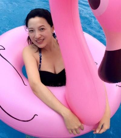 「受不了迷信愛說教」 辣媽主播:誰說孕婦不能游泳