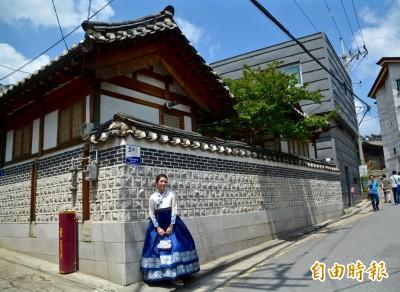 穿韓服遊訪景點、拍照 今日我最美!