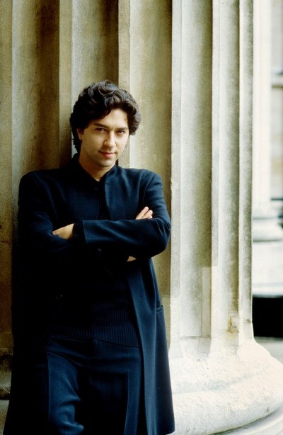 古典樂壇最火熱的百人代打  高顏值指揮與鋼琴家為貝多芬奔台演出