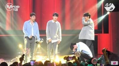 NU'EST W音樂節目首奪冠  4男孩哭成淚人兒