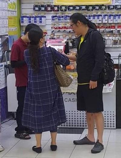 黃安不支持「祖國」 被逮到回台灣買這個