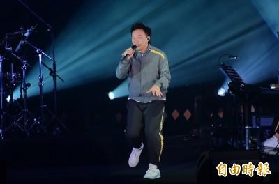 (影音)E神台大嗨唱 嬌妻徐濠縈露面做這事
