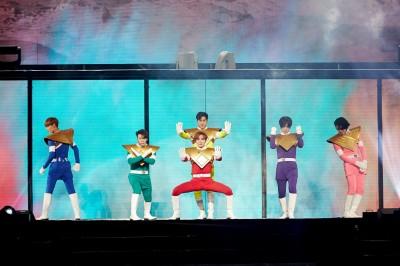 (首爾直擊)SJ扮超級戰士  明年3/31攻蛋開唱