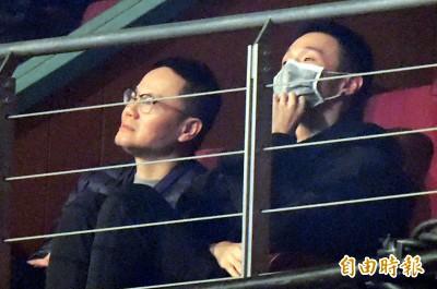 (影音)直擊!李榮浩現身觀眾席 楊丞琳甜唱隔空放閃
