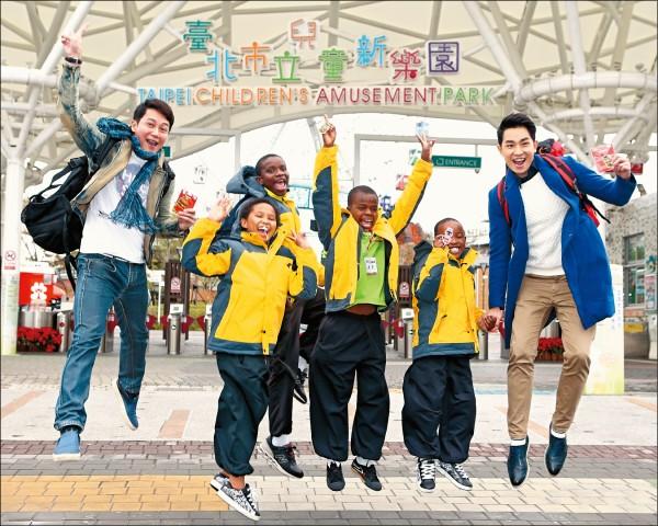 王燦帶非洲兒童同樂 廖家儀發聲挺小嫻