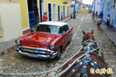 古巴千里達的落地鐵窗長這樣  原來和西班牙女王有關