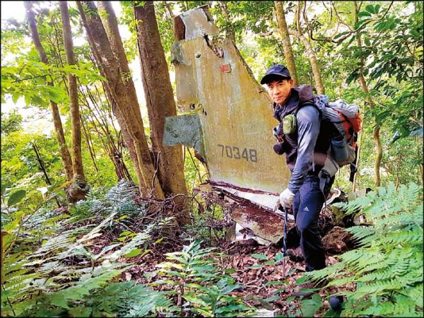 翁家明登山練身體 驚見飛機殘骸