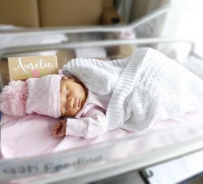 恭喜!Ella再當媽 女兒和媽媽一樣美