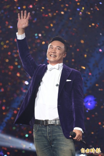 (影音)陳奕迅抱病「鹹鹹的」自嘲仍是壯漢一枚