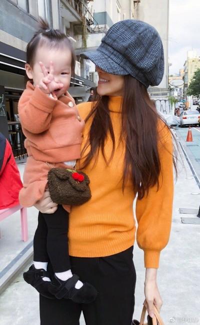 網友現身說明怒罵2歲女兒智障 伊能靜接受道歉了…