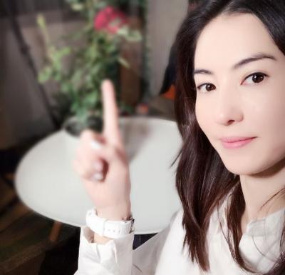 張柏芝拖行李現身東區 拍MV挺林志穎