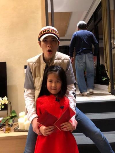 女兒的爹發紅包  林熙蕾湊上去啵蕭敬騰