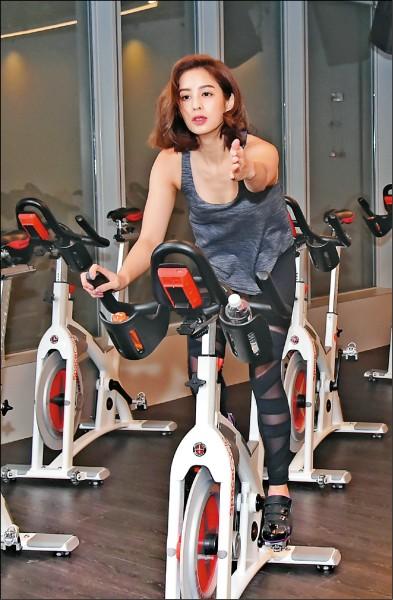 (新春專題)莫允雯過年放肆吃 靠飛輪瑜伽健康瘦