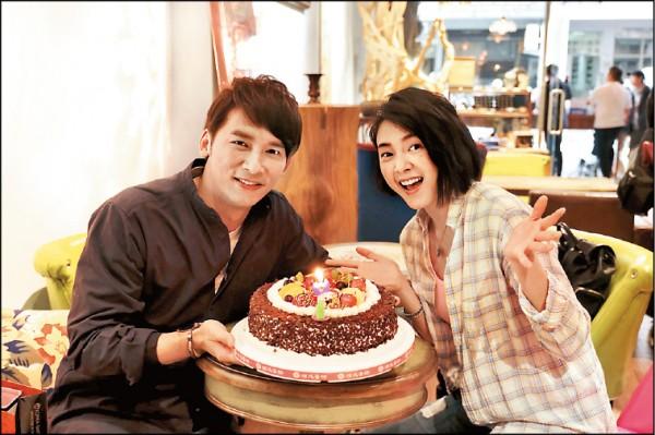溫昇豪40歲慶生 小情人抱抱