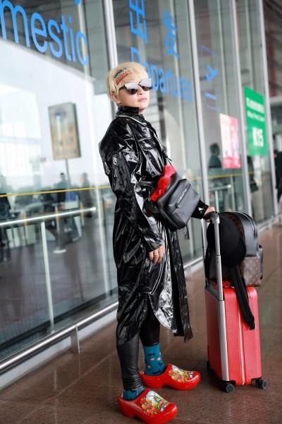陳志朋騷露「葡萄乾」 機場時尚這樣穿被譏:垃圾袋