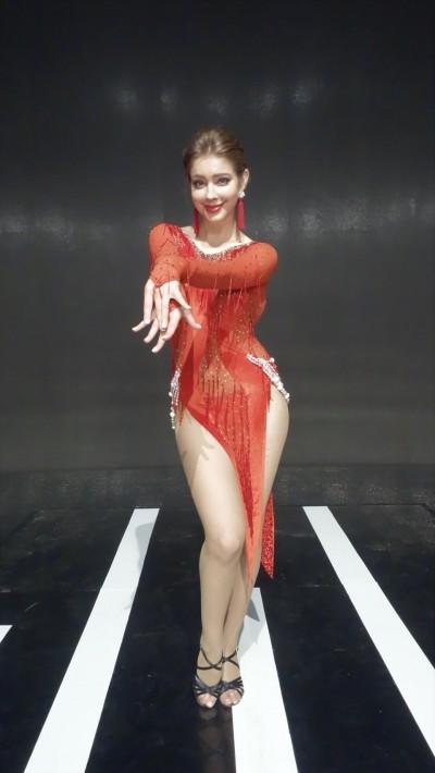 女星舞台上太拚!舞伴被撞爆血「嘴裡爛成一片」