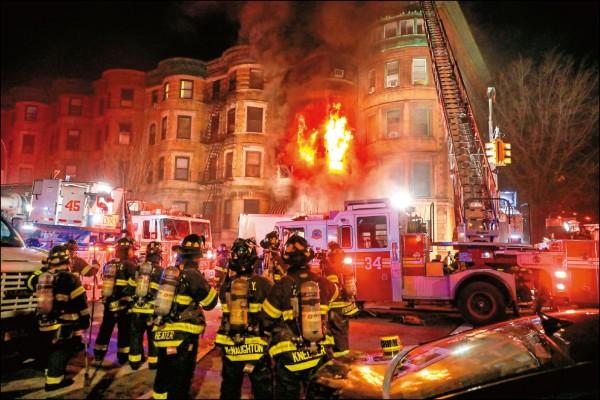 艾德華諾頓導新片遇大火   37歲打火英雄殉職