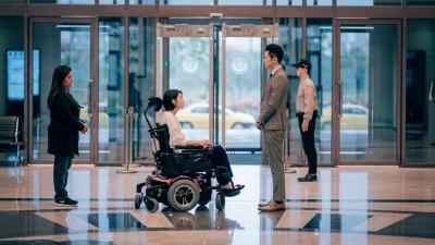 賴雅妍相隔8年同框李國毅  坐輪椅失速急駛喊挑戰