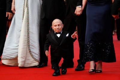 《王牌大賤諜》81公分侏儒影星辭世 疑輕生享年49歲