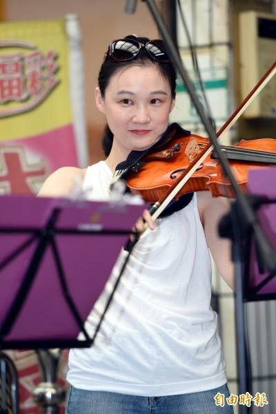 台灣絃樂團傳統市場快閃音樂會 婆婆媽媽好感動