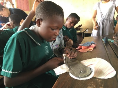 一塊布衛生棉  如何讓非洲女性有自信起來……