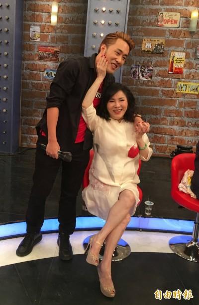 李亞萍明帶余祥銓做公益 曝兒子身心回穩:「已經走出來了」