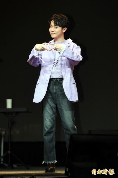 (影音)吳青峰被問阿龔包養小男模真相 妙回8個字