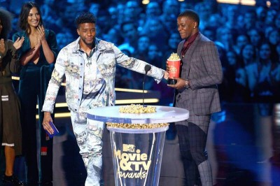 《黑豹》打趴《復仇者3》奪獎     台上暖舉被讚爆
