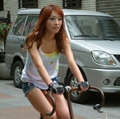 女星騎單車「露大屌」爆紅!感性歡慶入行11年