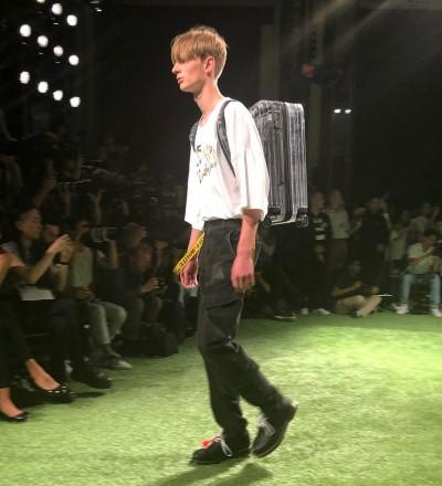 (影音)巴黎直擊時尚漲「潮」!天王設計師這一招讓人看光光!