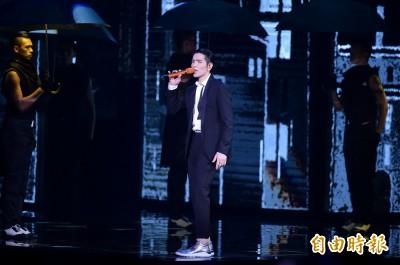 金曲》蕭敬騰金曲完美開場 網友:後面歌手沒藉口囉
