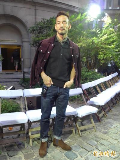 (獨家/影音)巴黎名校成公共晾衣場 吸引日本足球國寶參觀