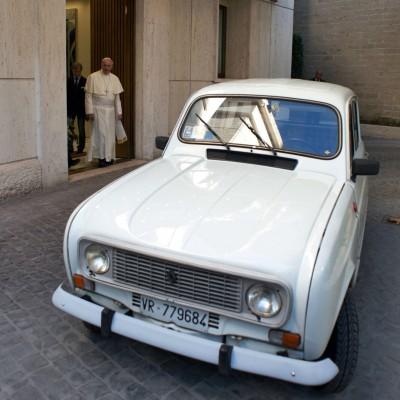 教宗不甩BMW 鍾愛二手老車原因藏洋蔥