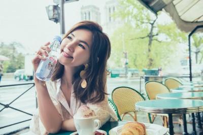 喝水比時尚抽大獎 法國礦泉水推巴黎限定新包裝