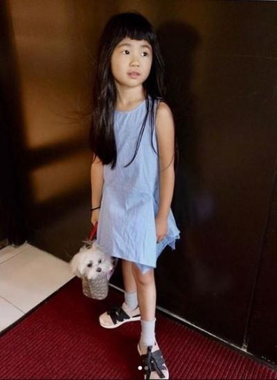 「包子妹」才7歲 鄉民驚嘆:腿也太長