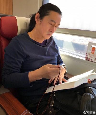 黃安罕見沒酸台灣  揶揄中國前首富欠錢比他多