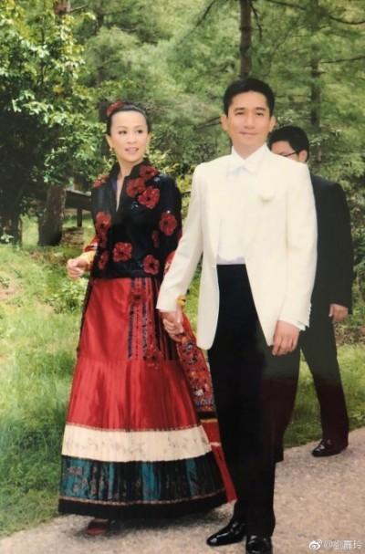 有一種感情叫「梁朝偉與劉嘉玲」結婚十週年恩愛如初