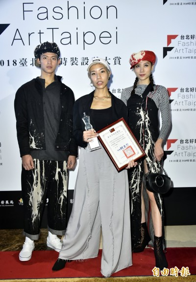 <台北TOP時裝設計大賞>李維錚獲最佳版型運用獎 最感謝團隊