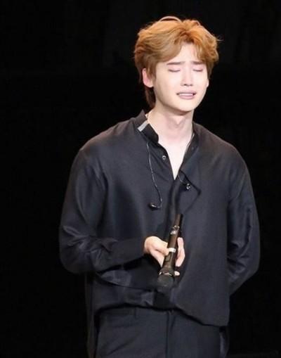 李鍾碩明年入伍痛哭  坦言:演戲不再快樂