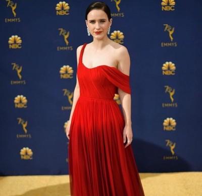 《麥瑟爾夫人》女星封視后  紅妝上身氣勢如虹