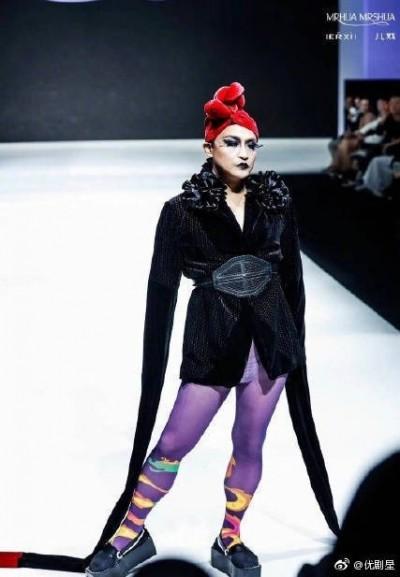 陳志朋時裝周走秀 造型前衛被虧「紫芋樹妖」