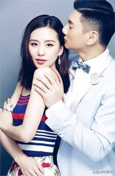 劉詩詩消失3月變了樣 合體吳奇隆甜蜜對視放閃