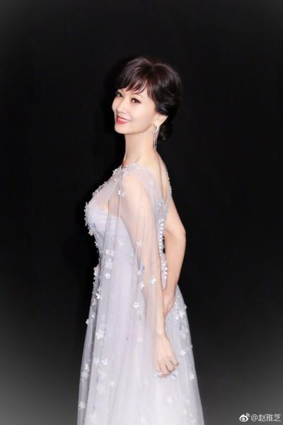 63歲趙雅芝合體帥兒 網嚇傻「簡直就是情侶」