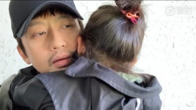 鄧超決定息影當全職爸  4歲女兒抱緊脖子痛哭