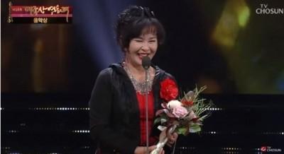 扯!女星衝上台領獎 獲獎劇組傻眼「不認識她」