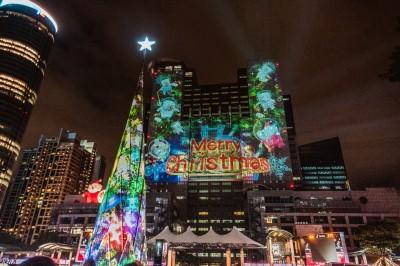 新北市歡樂耶誕城點燈 璀璨燈區、光雕秀精采迷人