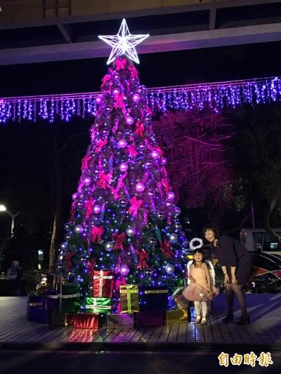 王朝大酒店點燈派對 5米高耶誕樹歡慶耶誕檔期